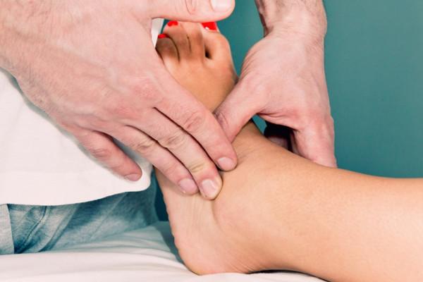 umflarea articulațiilor picioarelor și brațelor glucosamină condroitină 3000