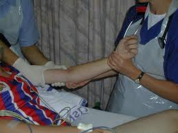 timpul de recuperare a luxației cotului articulațiile umerilor și genunchilor doare