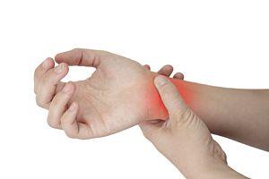 articulația doare mâna alergând cu artrita genunchiului