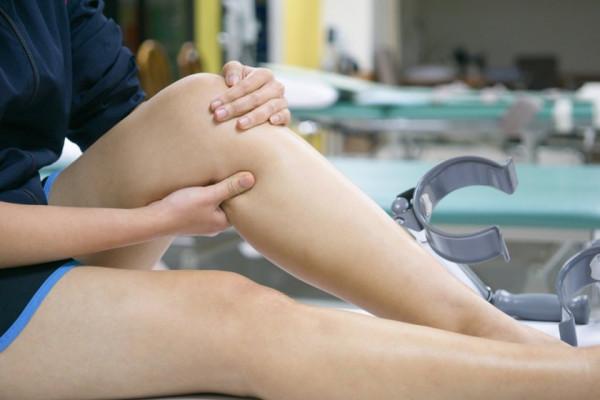 durere acută în interiorul genunchiului
