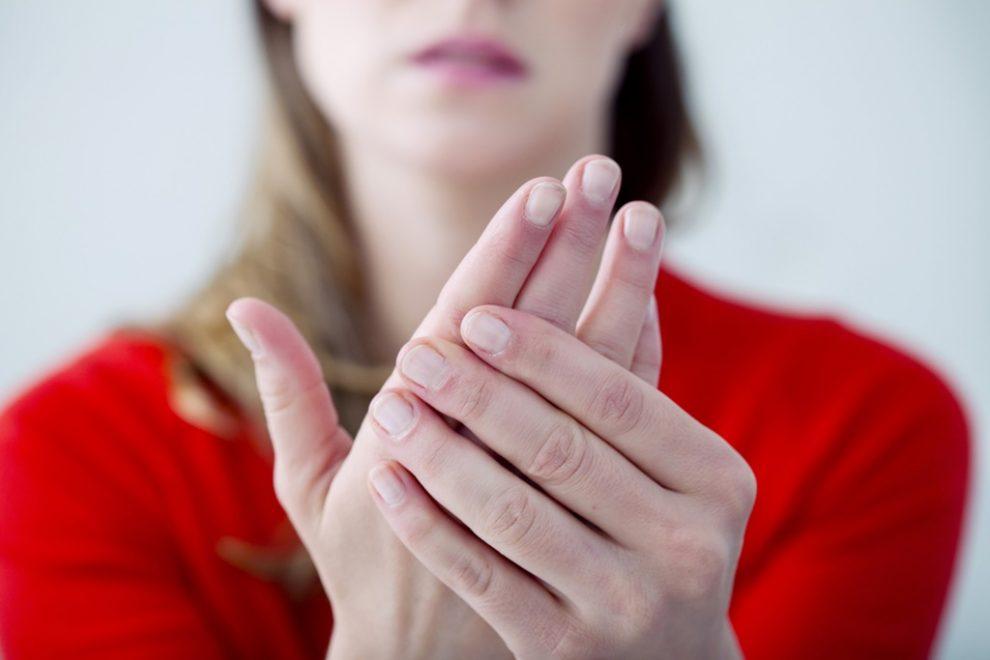 De ce rosturile mâinilor doare noaptea