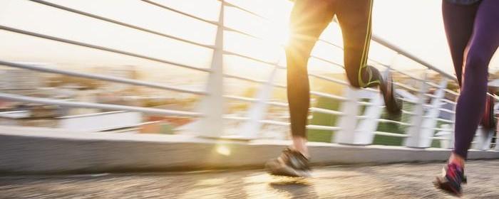 de ce durează articulația genunchiului după alergare