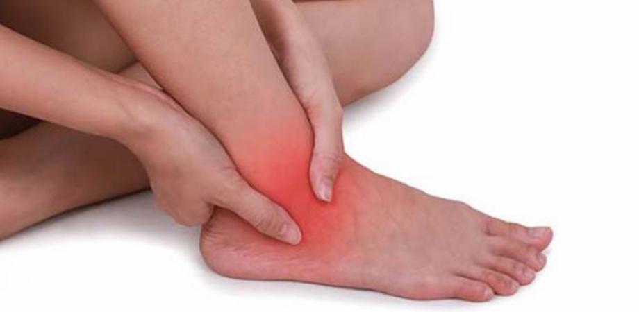 Durerea la degetul mare al piciorului, Durere ascuțită la gleznă în timpul mersului