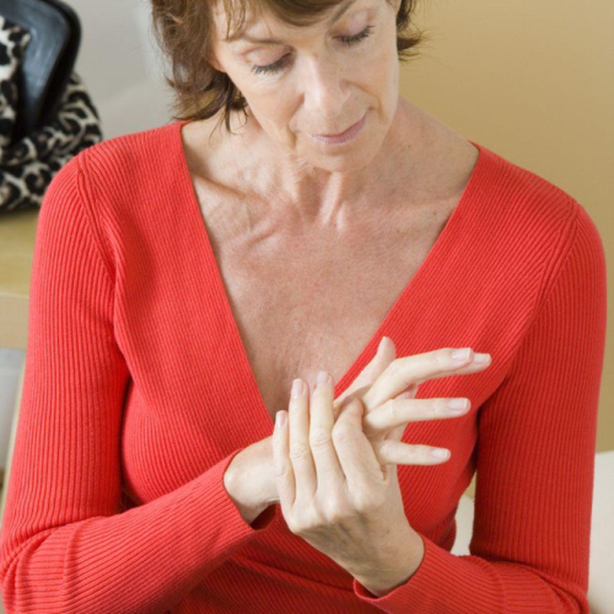 cum să alinați durerea în articulațiile mâinii artrita tratarea periei articulațiilor
