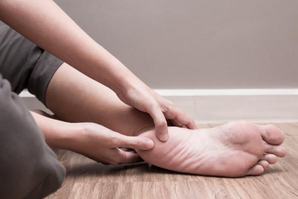 durere în articulațiile umărului ambelor mâini