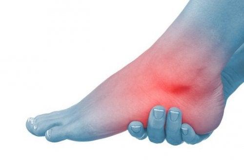 cum să tratezi picioarele într-o articulație