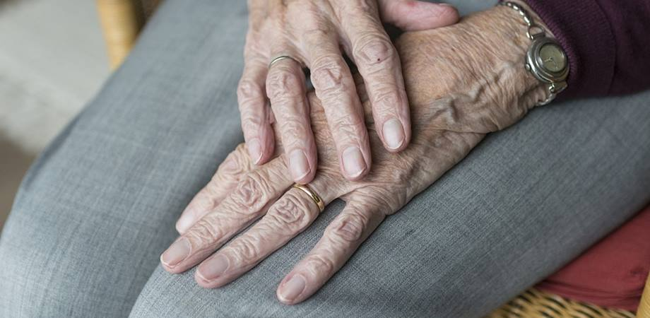 schema de tratament pentru artroza mâinilor dureri articulare la nivelul brațului - decât frotiu